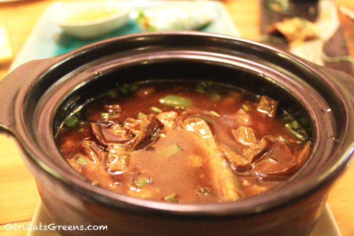 Ha-Noi-Tamarind-Mushroom-Hot-Pot-2