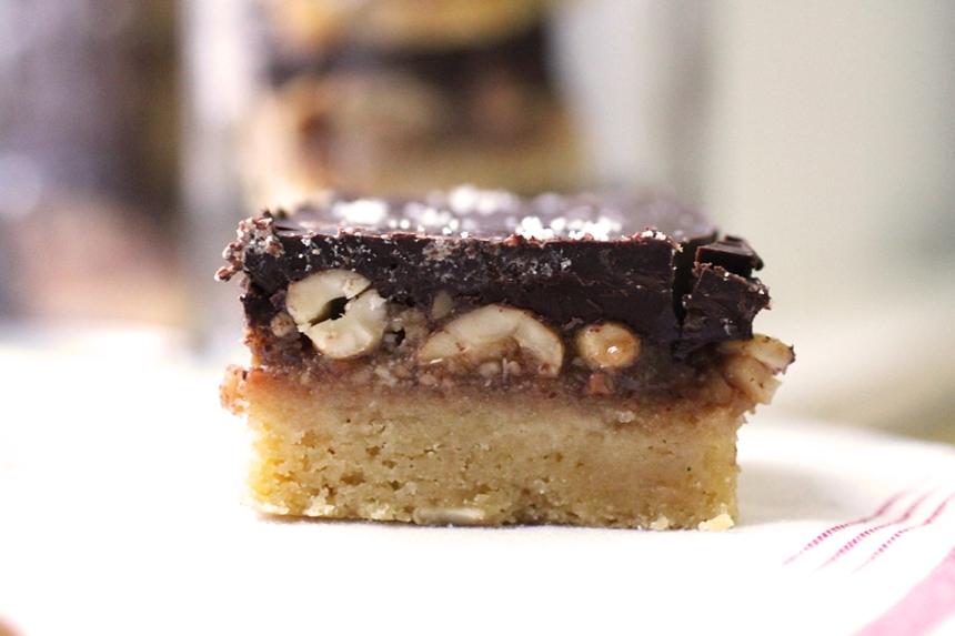 Salted Caramel Cashew Chocolate Bars {Vegan + Gluten-Free} | Girl Eats ...